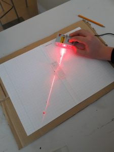 Valon yhdensuuntaissiirtymä ja lasin taitekertoimen määritys